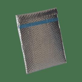 Protection isotherme sous forme de pochette adaptée au transport de produits thermosensibles, pour les besoins suivants : Lors des transferts en groupage Protection de membres coupés