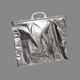 Sac isotherme, fabriqué à partir d'un complexe métallisé très brillant, permettant de faire barrière au rayonnement et aux calories par réflexion. Il écrête la remontée de températures des produits.